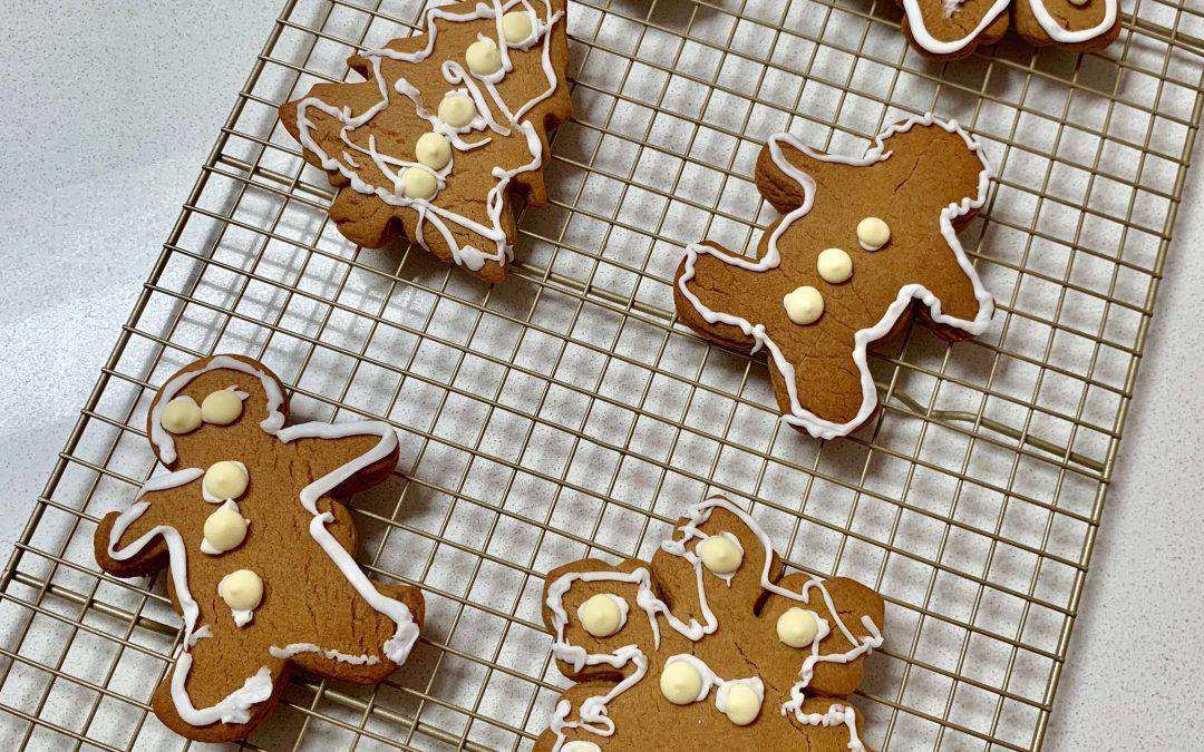 kids baking xmas cookies